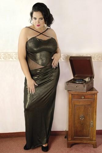 0217e1805a4618 Seksowna i elegancka długa złota sukienka będąca alternatywą dla  tradycyjnej damskiej bielizny erotycznej